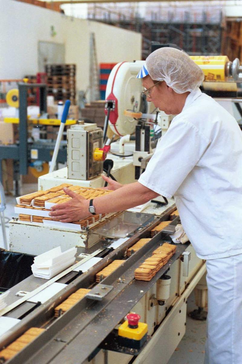 Pepitakjeks,  arbeider, kvinne, arbeidsmiljø, arbeidstøy, fabrikkmiljø