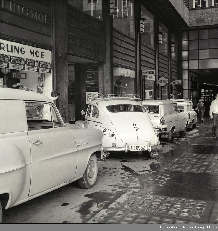Biltrafikk i Folketeaterpassasjen,.juni 1961