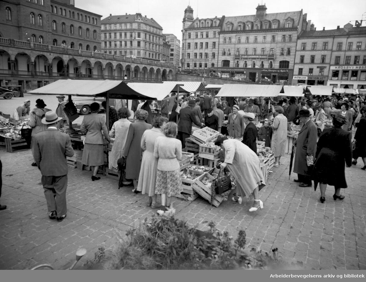 Torghandel på Youngstorget, 1950.