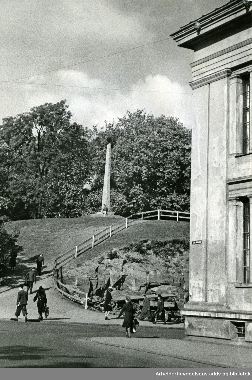 Snorre-bautaen / Snorresteinen i Slottsparken,.1941-45