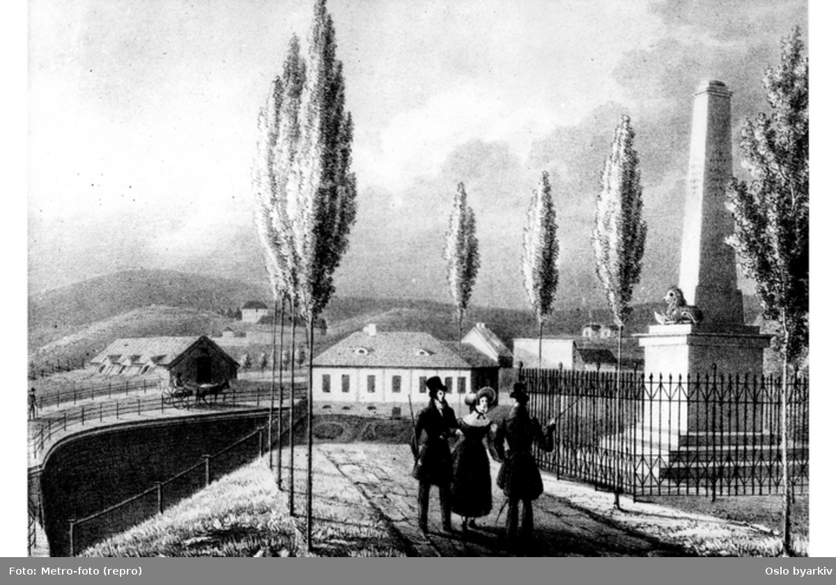Krohgstøtten til høyre, bro over Akerselva til venstre, portnerbolig til Bellevue på Tøyen bak til høyre? (avfotografert grafisk arbeid)