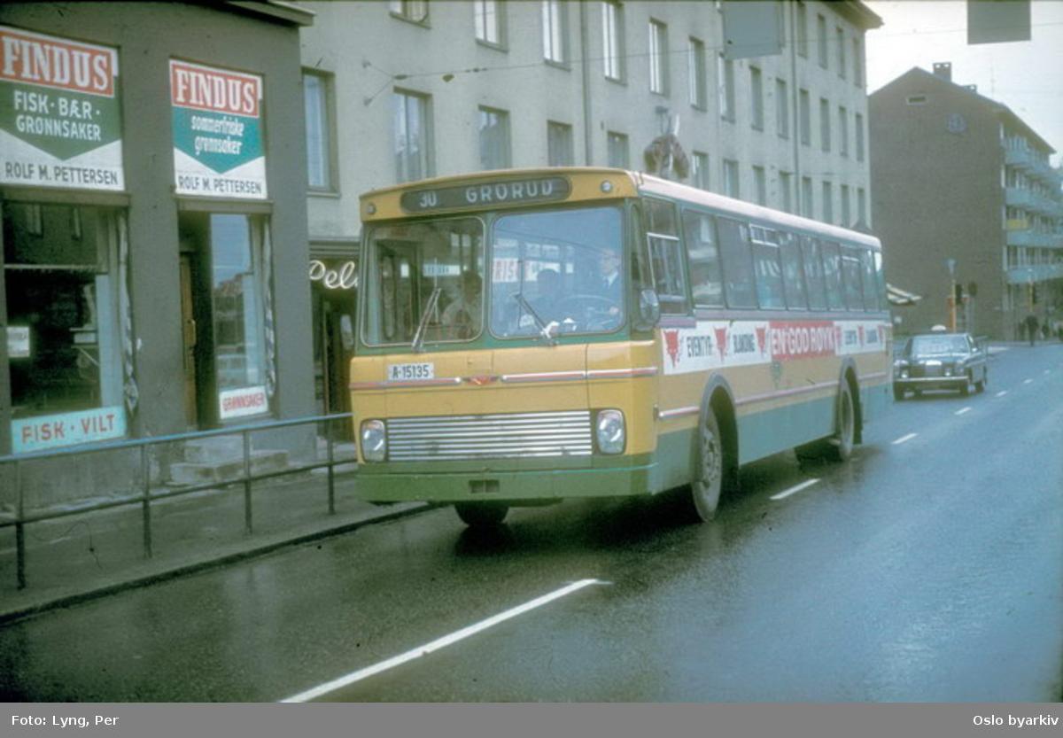 Busser, Ing. M.O. Schøyens Bilcentraler (SBC) buss A-15135 linje 30 til Grorud. Trondheimsveien
