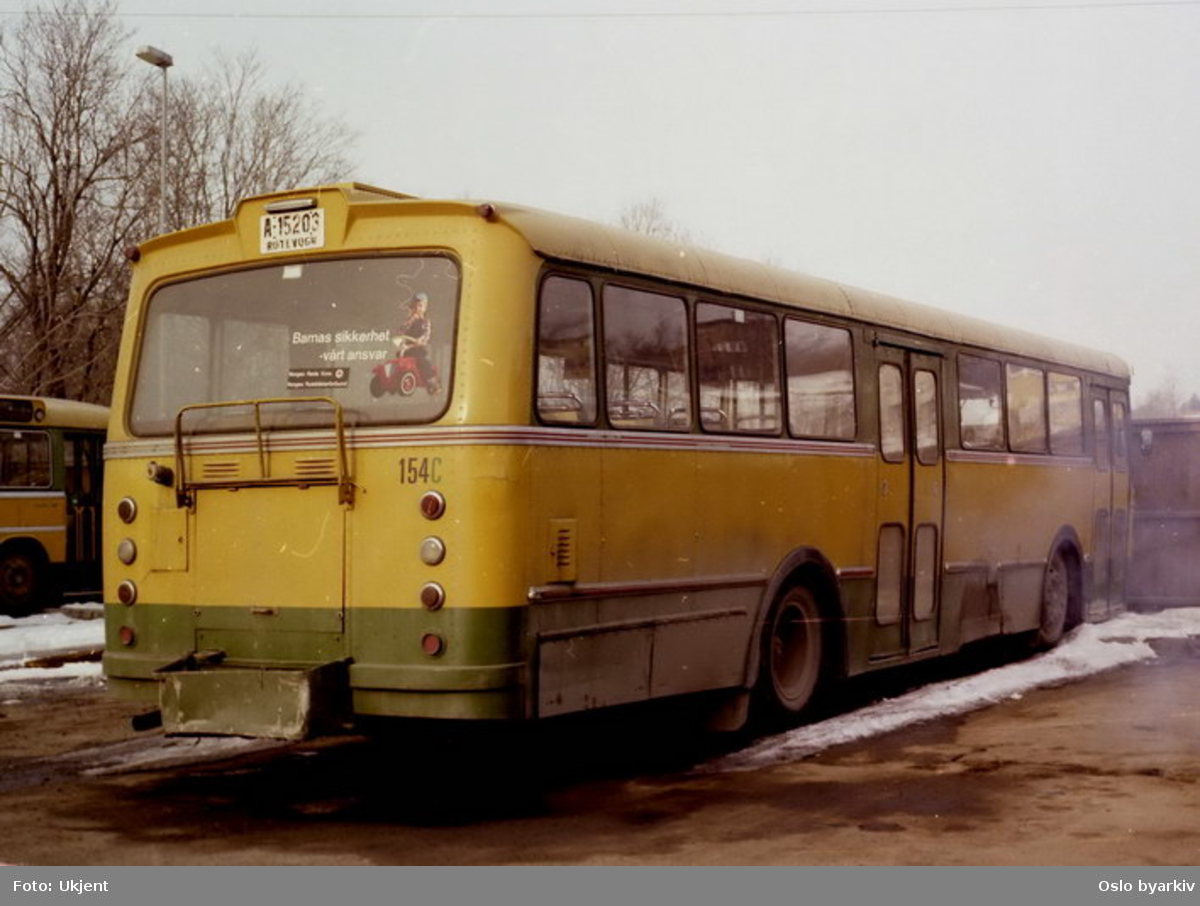 Busser, Ing. M.O. Schøyens Bilcentraler (SBC) buss A-15203 på Skøyen SBC parkering.