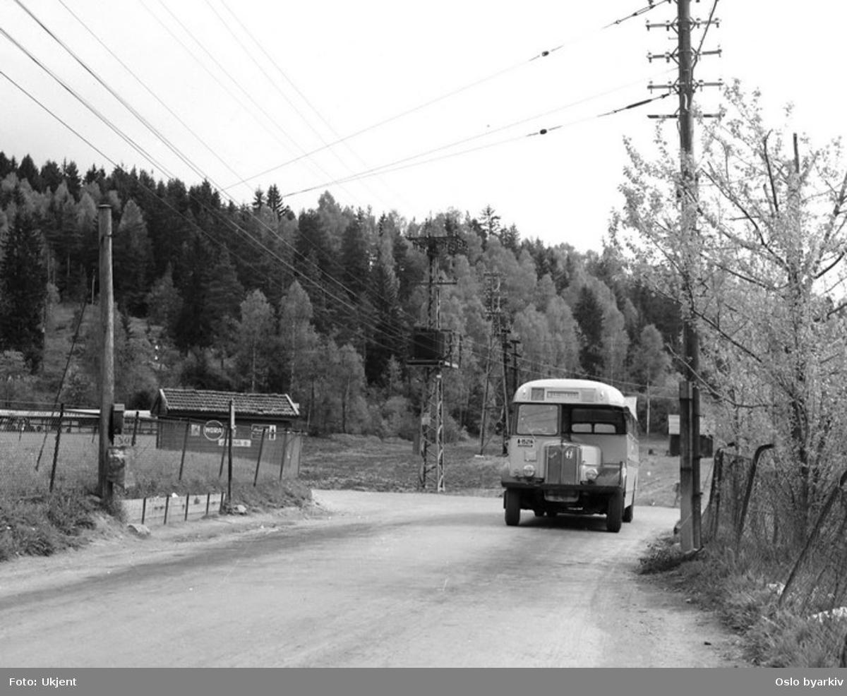 Busser, Ing. M.O. Schøyens Bilcentraler (SBC) buss A-15214 linje 72 ved Nordstrandveien på Skullerud.
