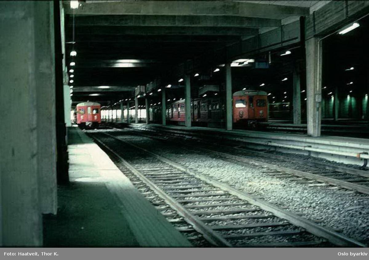 Oslo Sporveier. T1- tog i vognhallen på Ryen. Bildet tatt en gang mellom 1970-1974.
