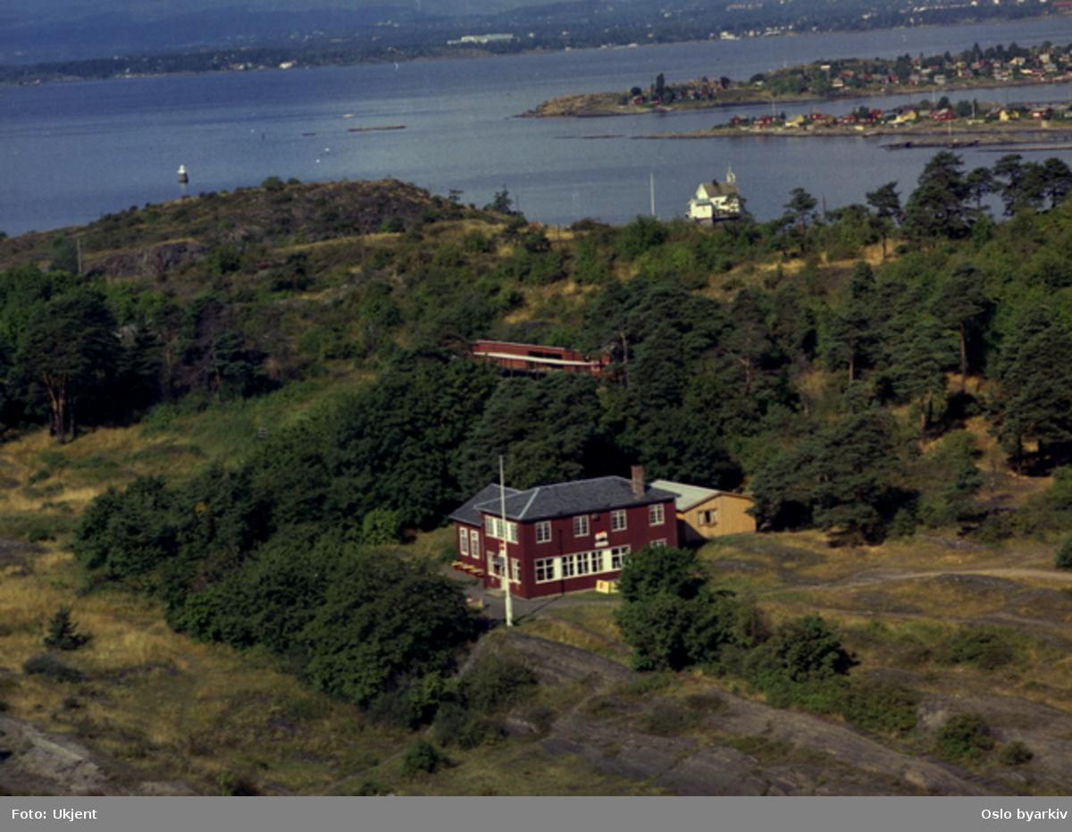 Gressholmen kro, skytebanen (Flyfoto)