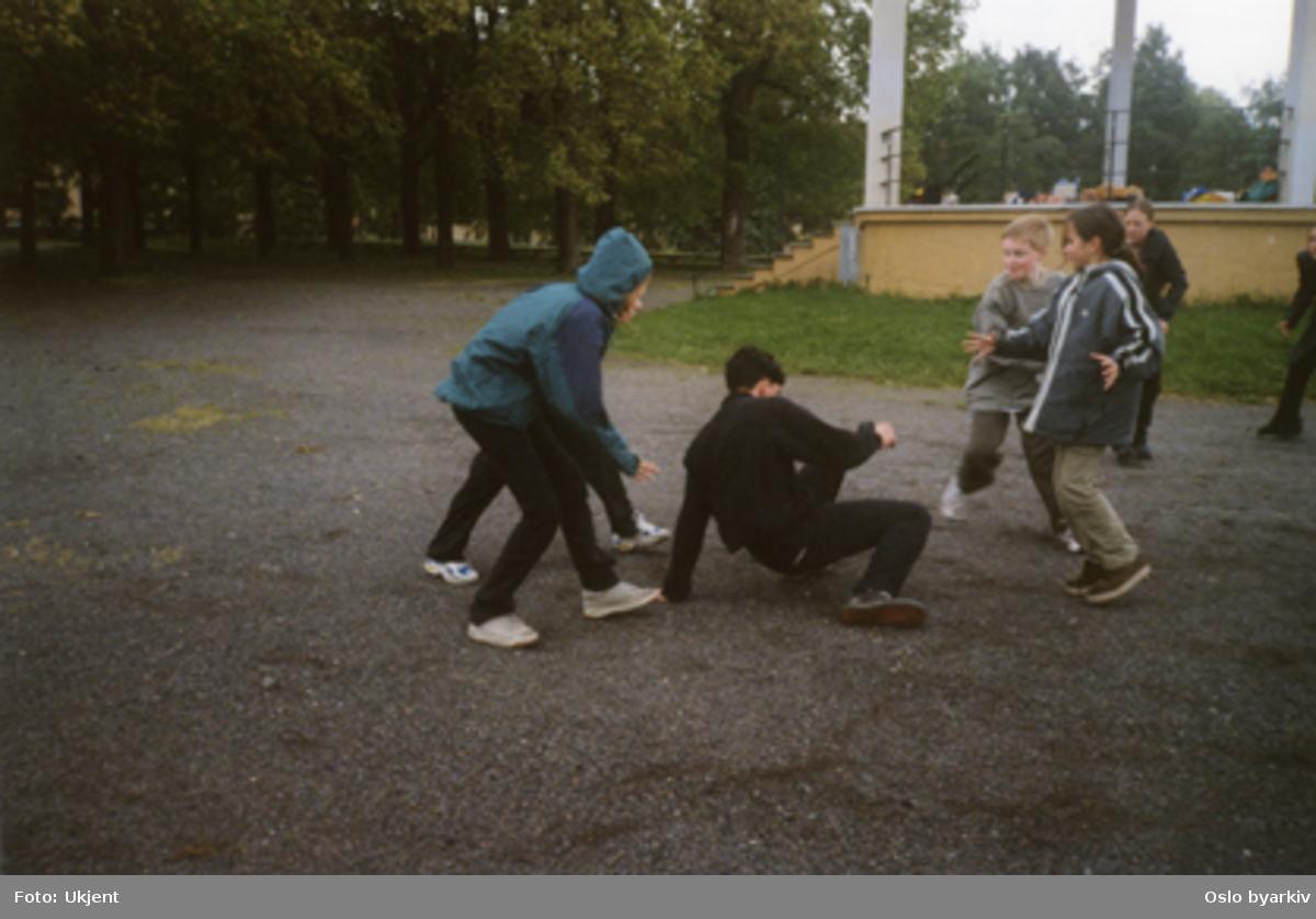 Barneteater. Drama and dance celebration (2000). Samarbeid med DNT.Kontakt Nordic Black Theatre ved ev. bestilling av kopier.