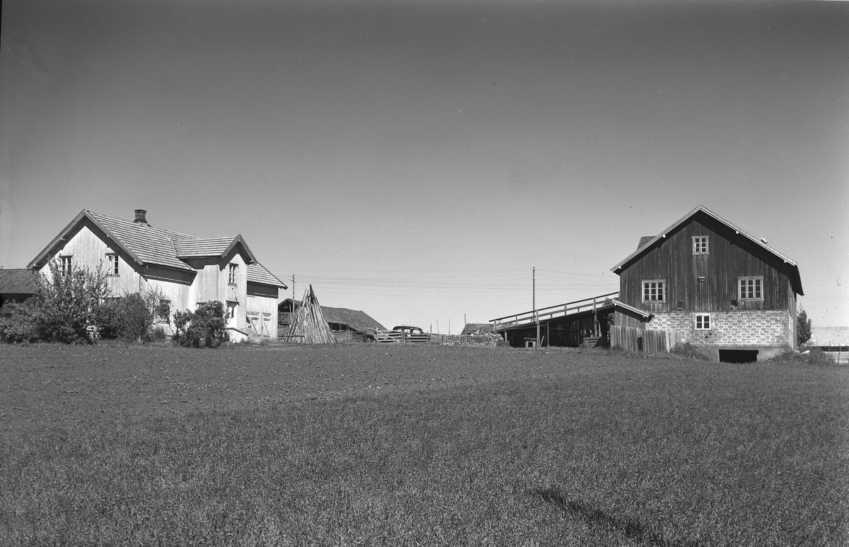 EKSTR: GARDSTUN, HOV MIDTRE. Se Løtenboka, Bygdebok fra 1953 bind 2. side 570