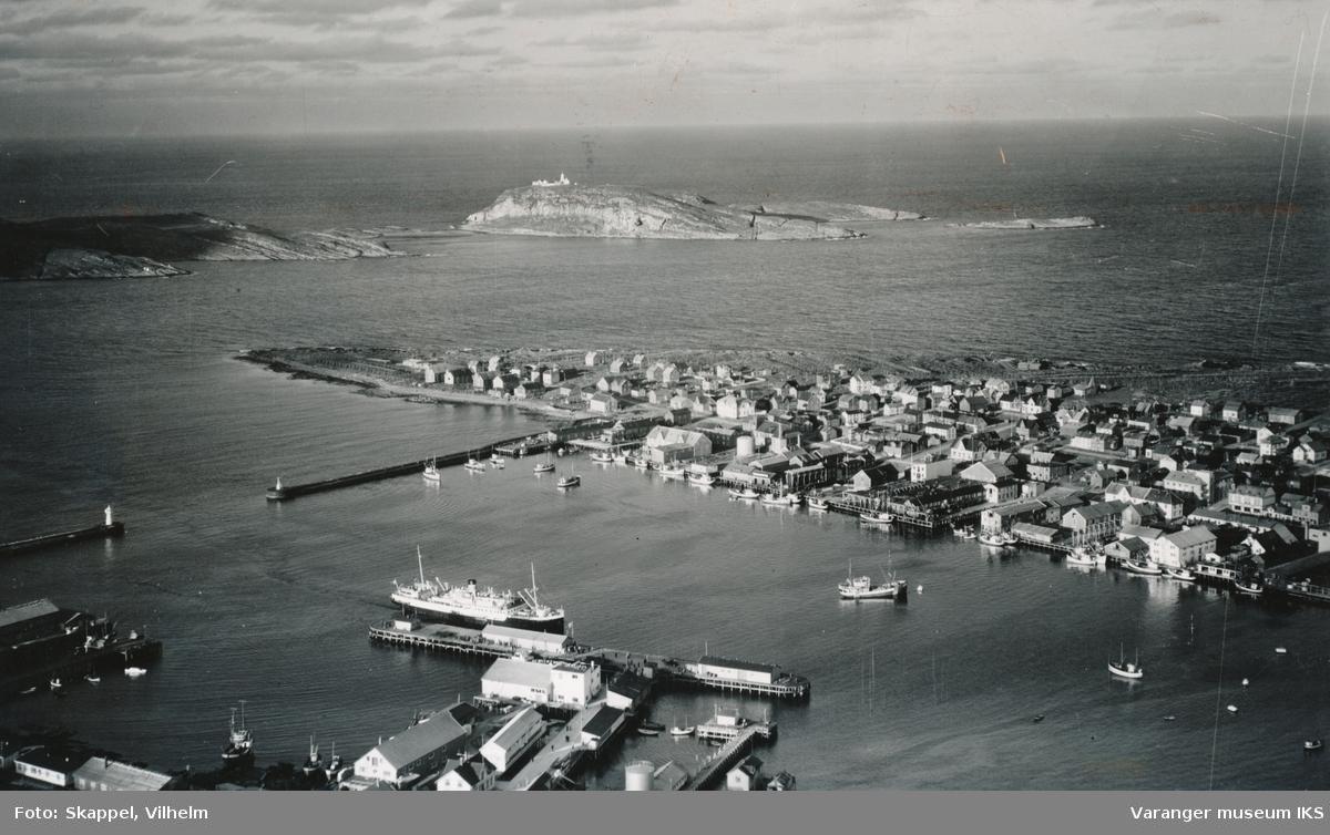 Flyfoto av Vestervågen og havna, sett mot nordøst i 1953
