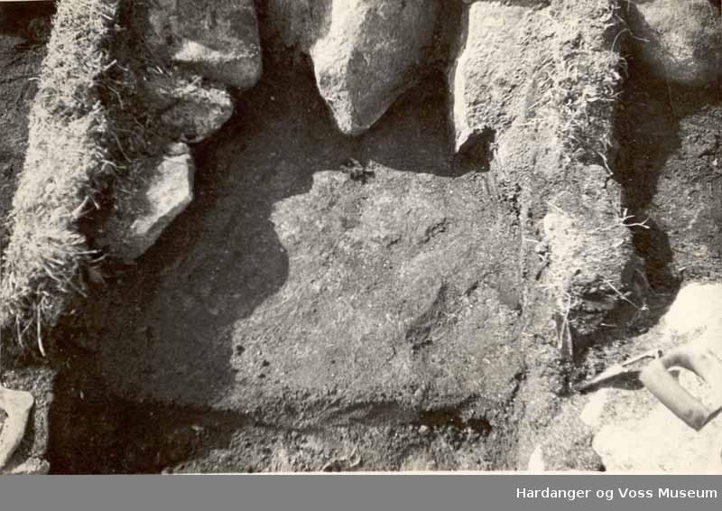Frå utgravingane på Sumtangen. Stein, jord
