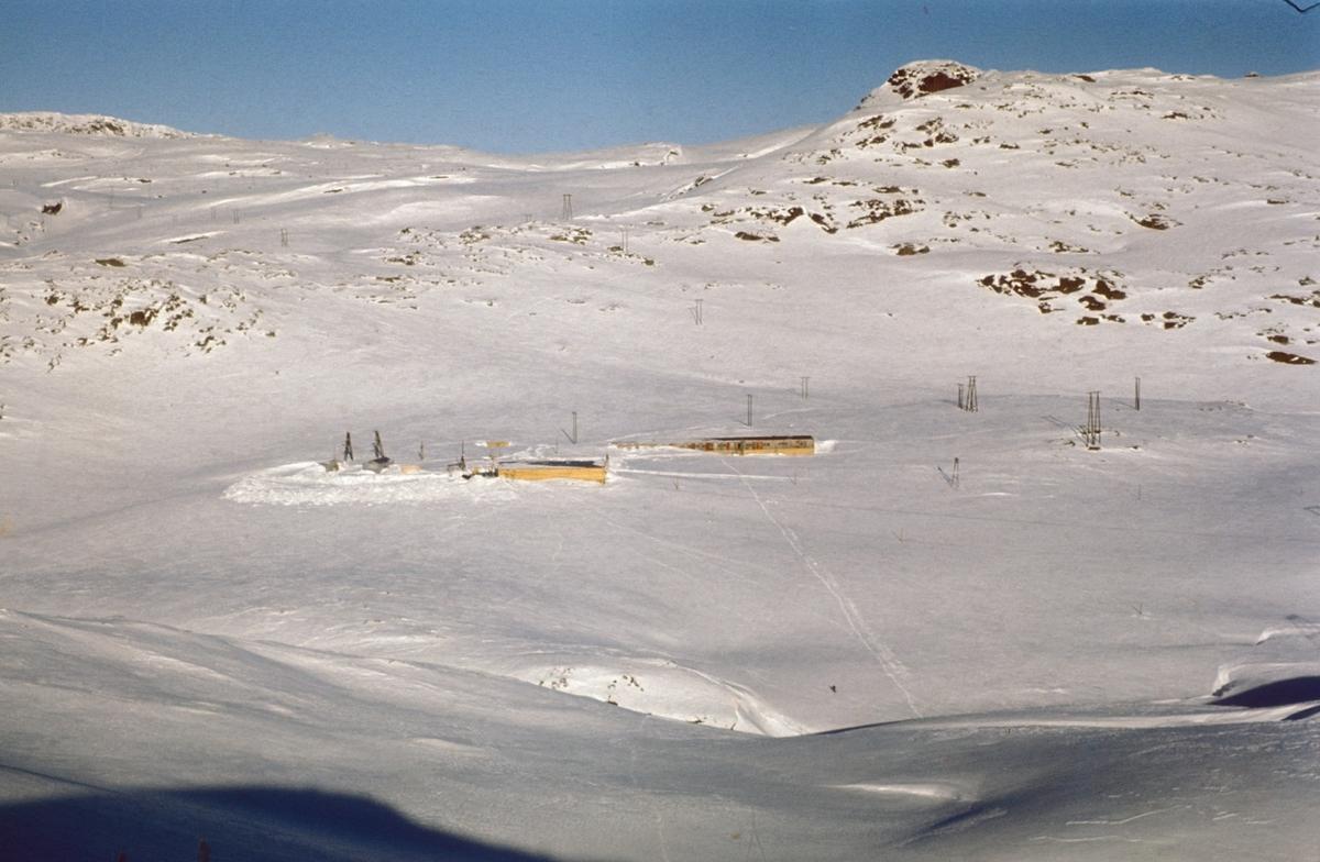 Tysso II,  oversiktsbilete, fjell, Vinkelen,  brakke, master, snø, vinter