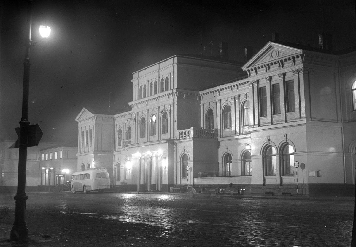 Trondheim jernbanestasjon i flombelysning