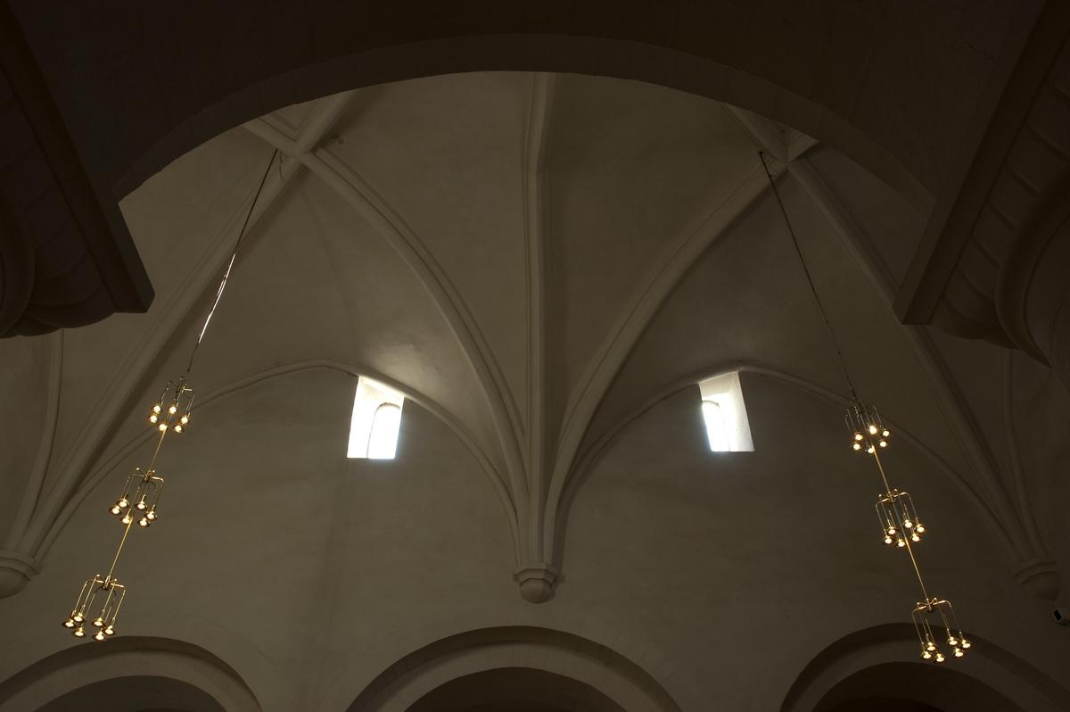 Nikolaikirken på Gran, Hadeland. Hvelvinger i midtskipet. Se Hamar Bispestol 850 år s. 47.
