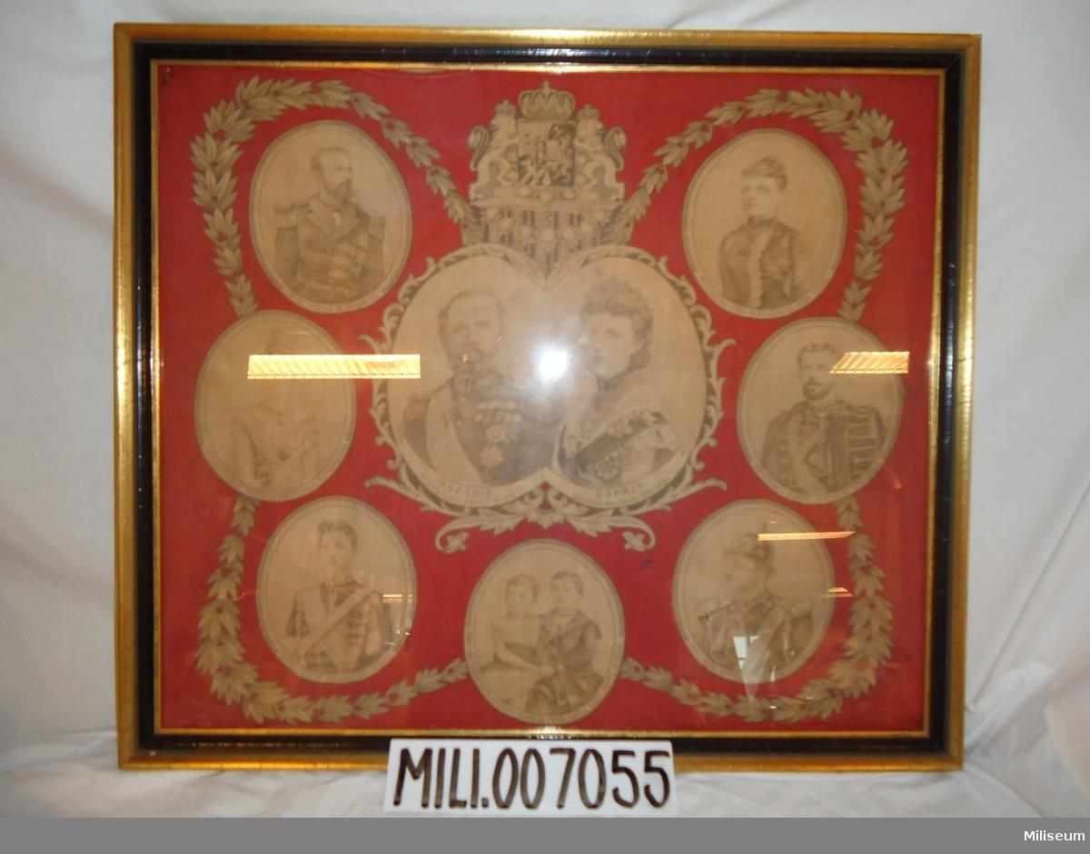 Linneduk med tryck, föreställande porträtt av kungafamiljen c:a år 1900. Av liknande konfektion som de så kallade instruktionsdukarna från samma tid.