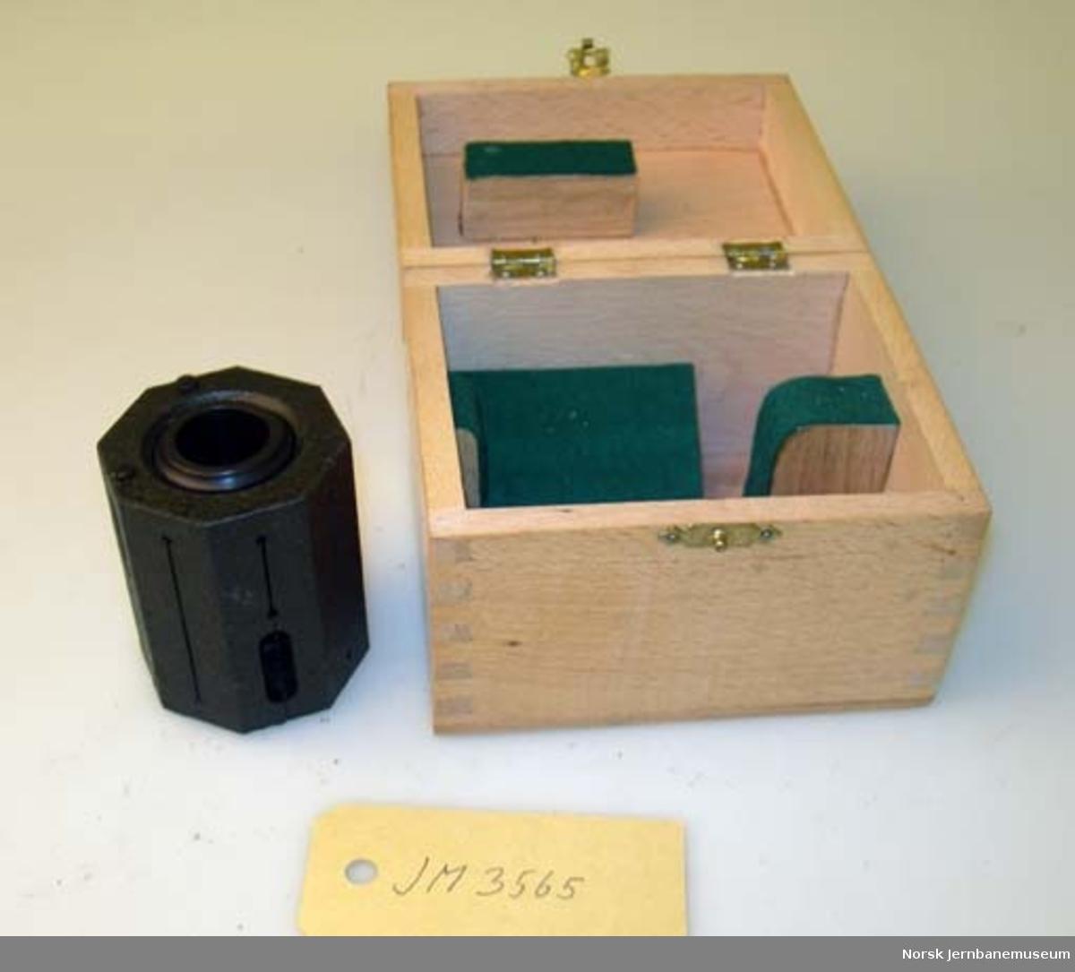 Landmåleinstrument : equerre : brukt til innsetting av 90 grader ved profilering mm