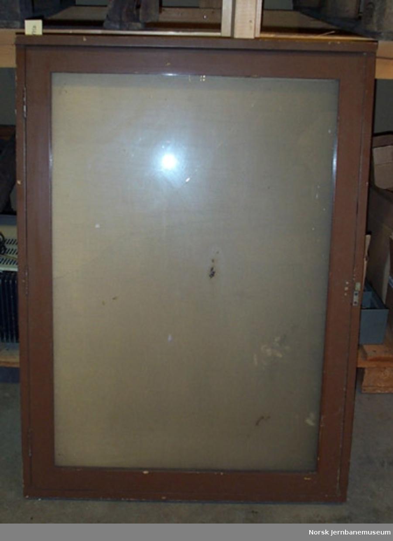 Oppslagskasse med en glassdør