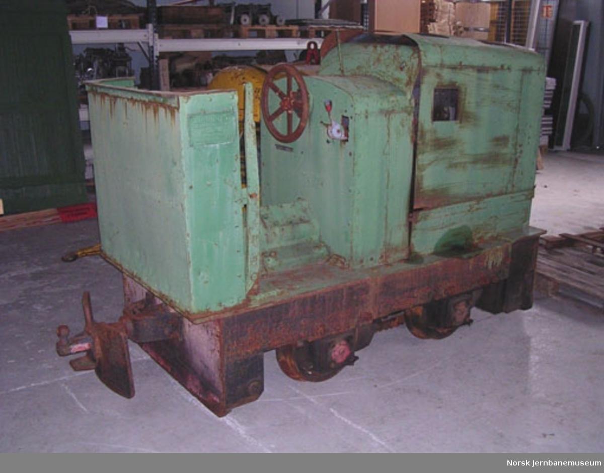 Diesellokomotoiv : smalsporet (600 mm) diesellokomotiv JUNG type EL105 - brukt på jernbaneanlegg