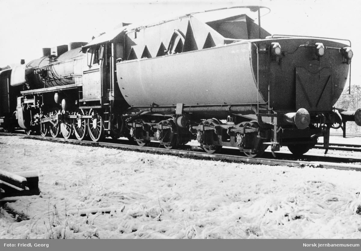 Damplokomotiv type 63a nr. 5397 på Majavatn stasjon