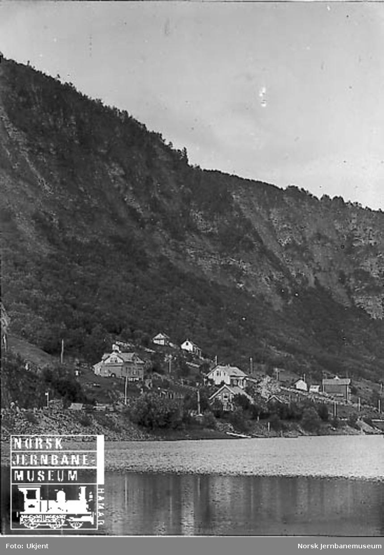 Bulken stasjon sett fra Vangsvatnet/Skjelde