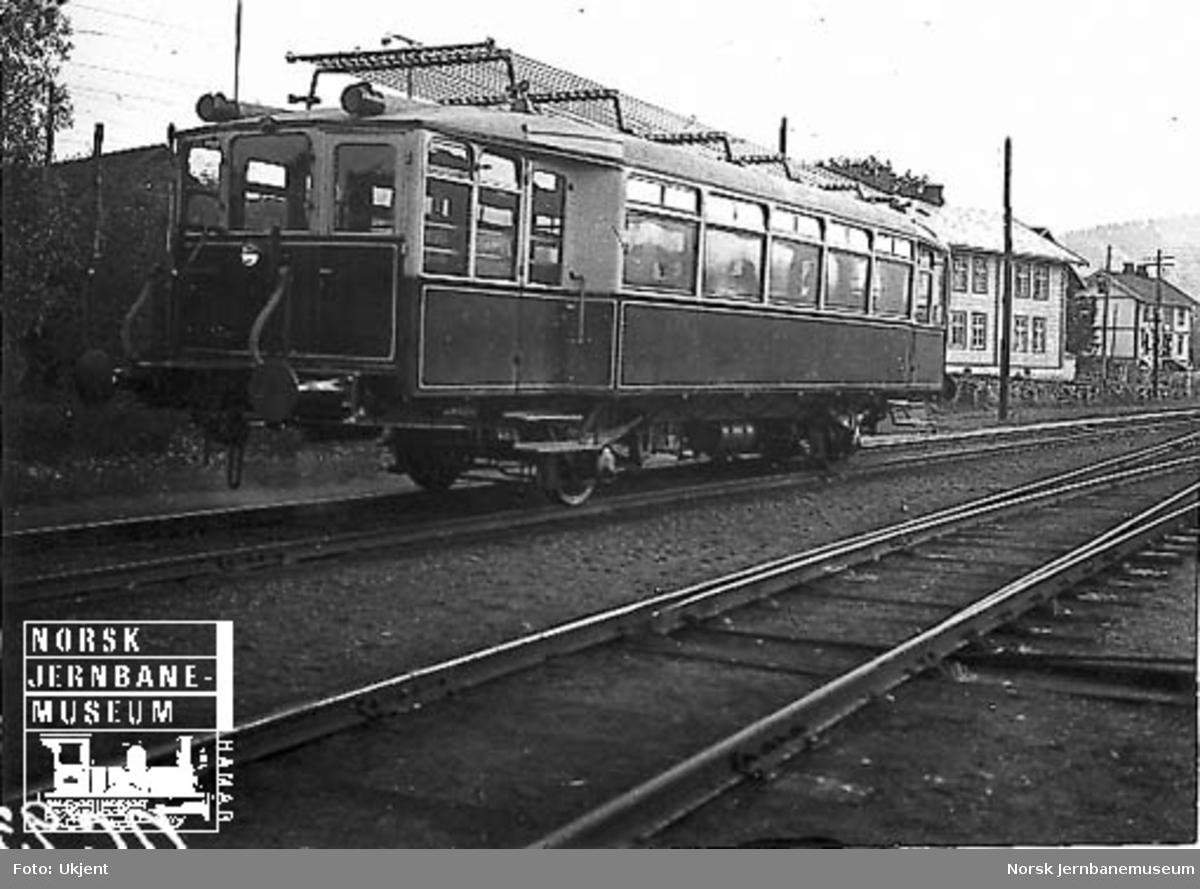 Bensinmotorvogn litra C-m type 1 nr. 18201 på Røykenvik stasjon