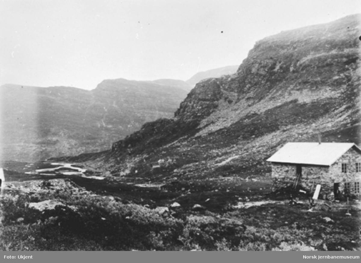 Bergensbanens anlegg; parti fra Myrdal med utsikt fra tunnelinnslag ved Geithammer