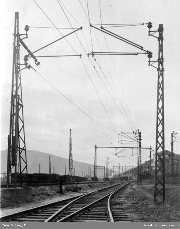 Ofotbanens elektrifisering : kontaktledningsmaster og kjøretråd