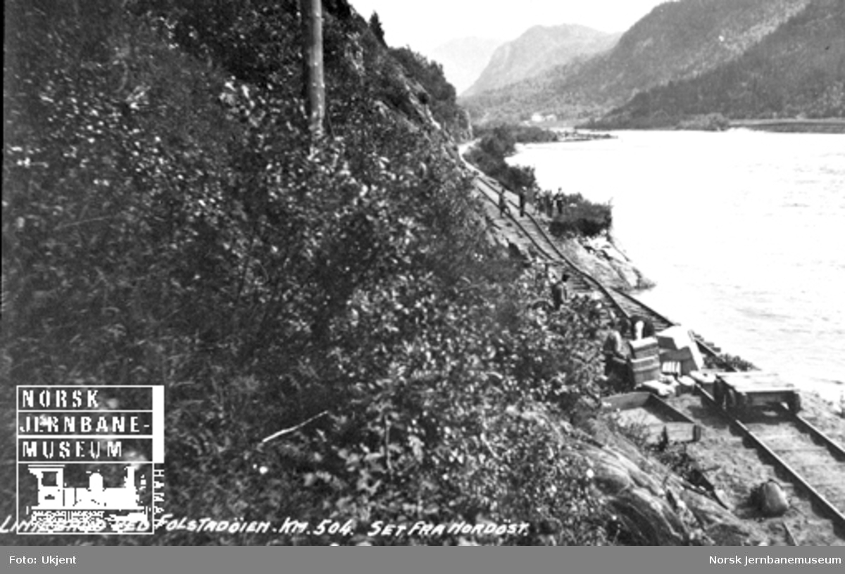 Flomskader i Gauldalen : linjebrudd ved Folstadøyen km 504 sett fra nordøst
