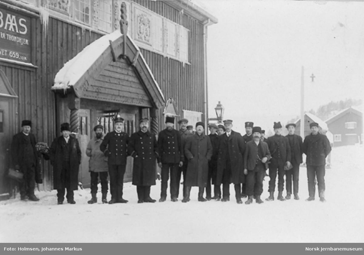 Dombås stasjon med personalet