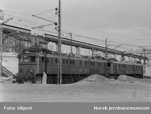 To sammenkoblede elektriske lokomotiver type El 4 på den første prøveturen med sammenkoblede lok av denne type