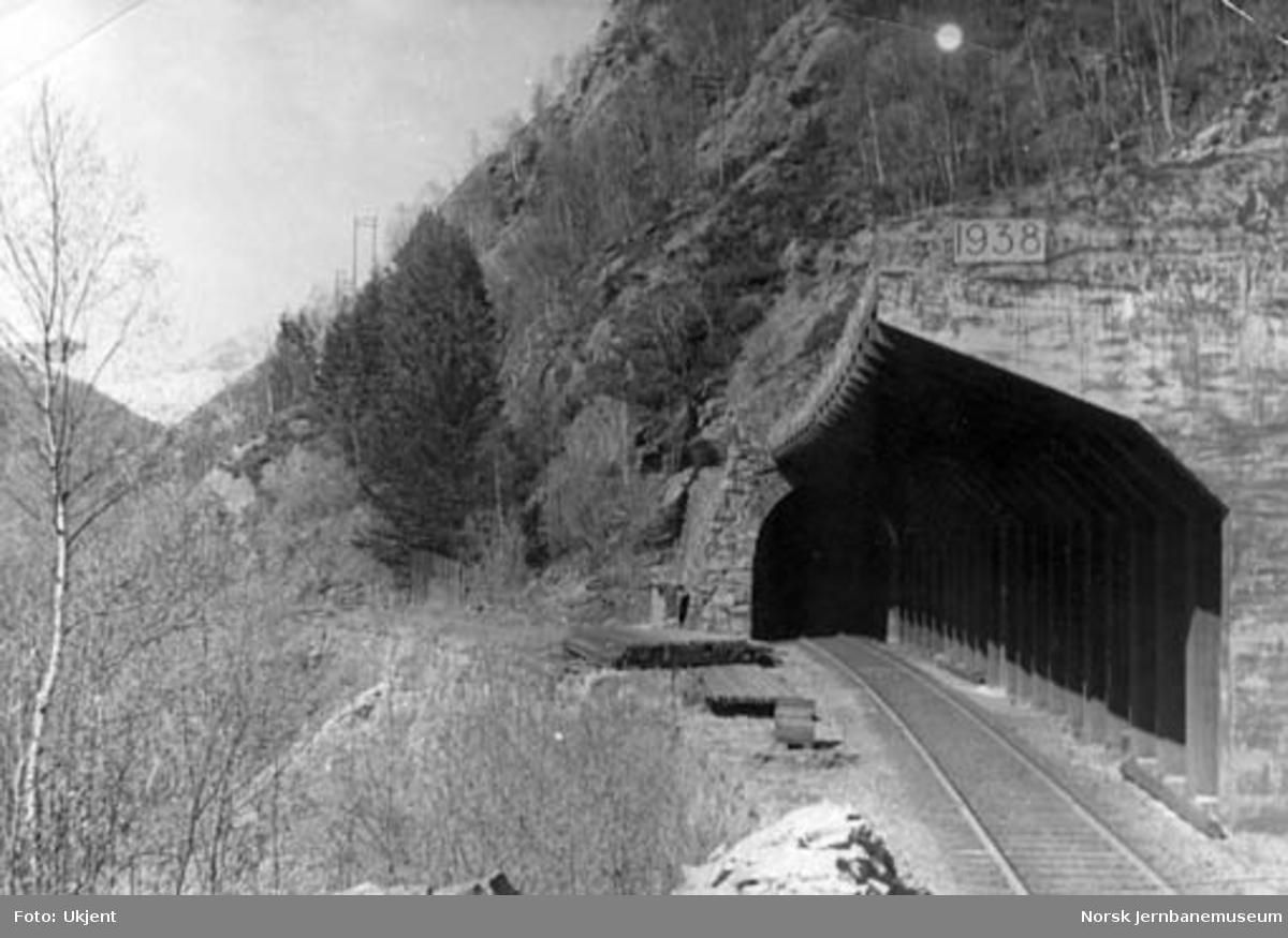 Skredoverbygning over vestportalen til Store Fossmark tunnel