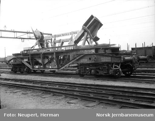 Deler til skip fra Strømmens Værksted lastet på svensk spesialvogn Q19 34619