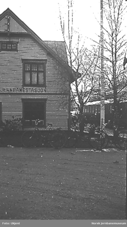 Grimstad stasjon ved baneåpningen for normalspor