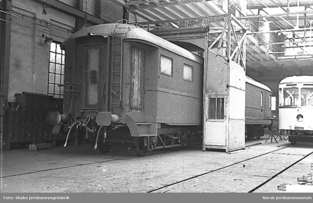 Sprøytekabinett for lakkering av vogner : lakkering av DFo-vogn til NSB og sporvogn