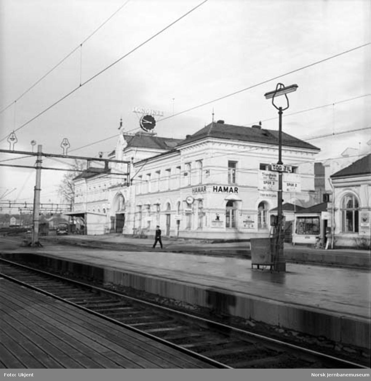 Hamar stasjon med stasjonsbygningen