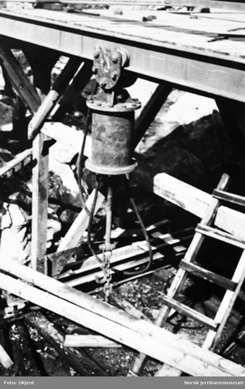 Vossebanens ombygging : luftheis på tunnelbukk