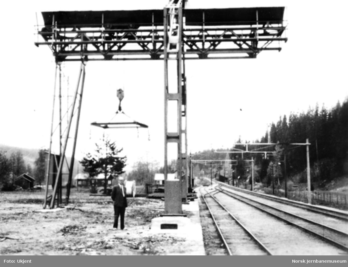 Tømmerkran på Bjørgeseter stasjon