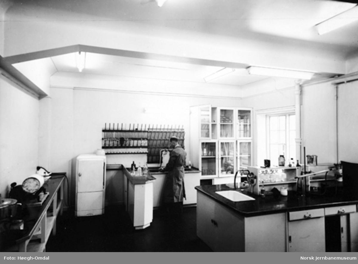 NSBs kjemiske laboratorium : vask av glass