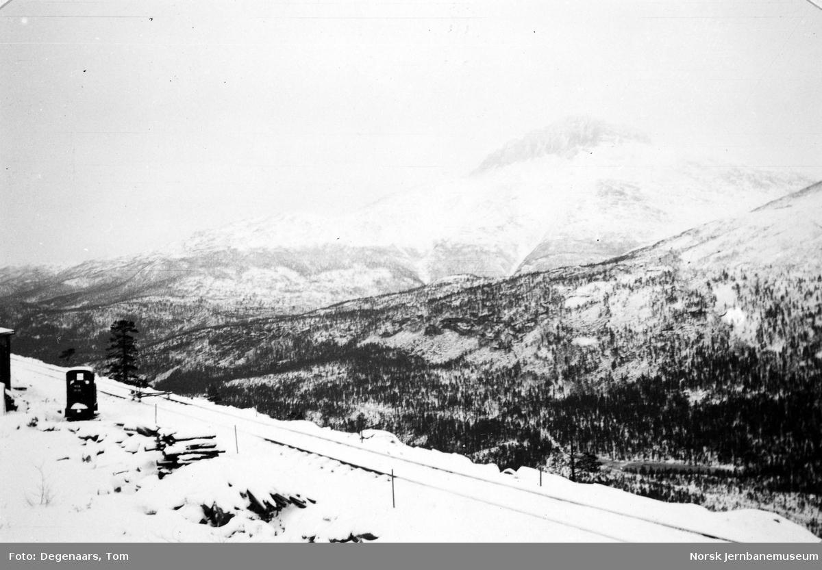 Nylagt spor nord for Lønsdal - med utsikt mot  Solvågtind