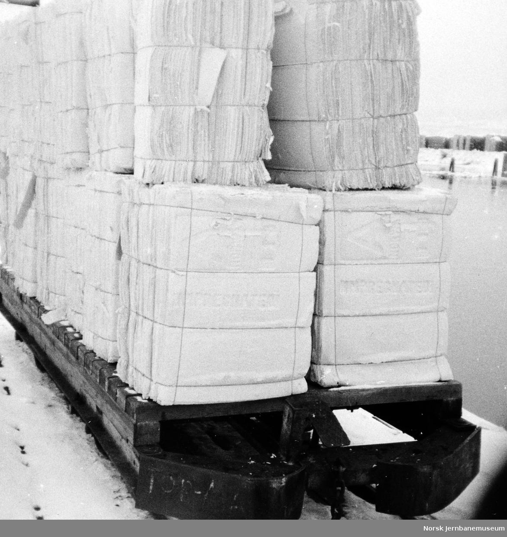 Godsvogn med tremasseballer på Aall-Ulefos Brug