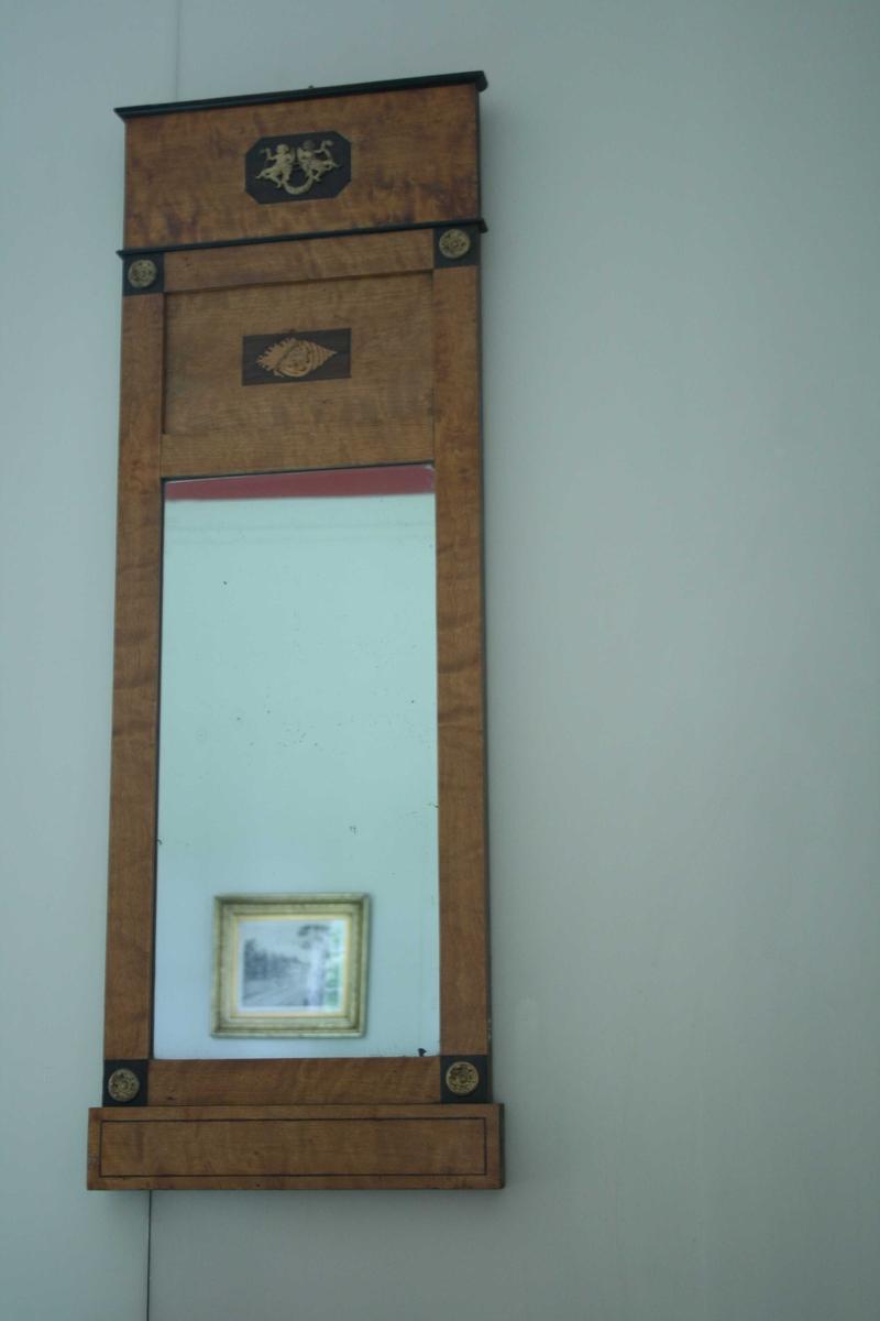 Speil m/bronseornamenter. Empire, firkantet.
