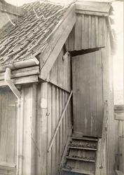 Justiskroken 4, Oslo, 1924-25. Bygningsdetalj, trapp og dør.