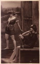 Postkort. Nyttårshilsen. Foto i svart/hvitt. To kvinner i ba