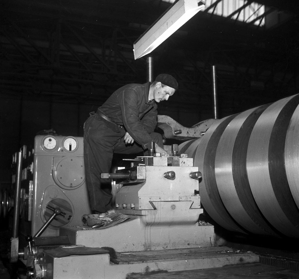 Nordland, Mo i Rana, 05.02.1955, Norsk Jernverk, fra produksjonshallen.