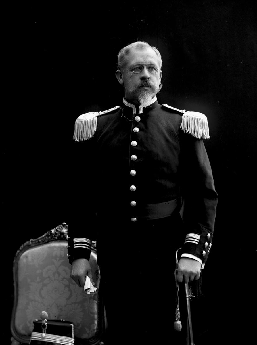 Portrett, Fredrik Meltzer Brun (født 1848), i uniform som oberstløytnant ved infanteriet som reglementert fra 1894 til 1910.