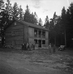Finnskogen, august 1956. Marken. Gammel gård. Bolighus med s