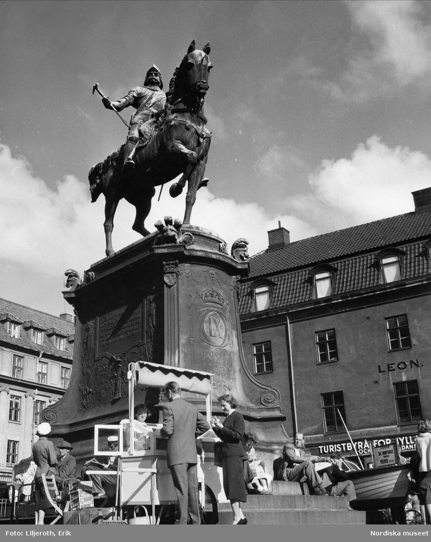 Kung av Sverige, regent 1604-1611