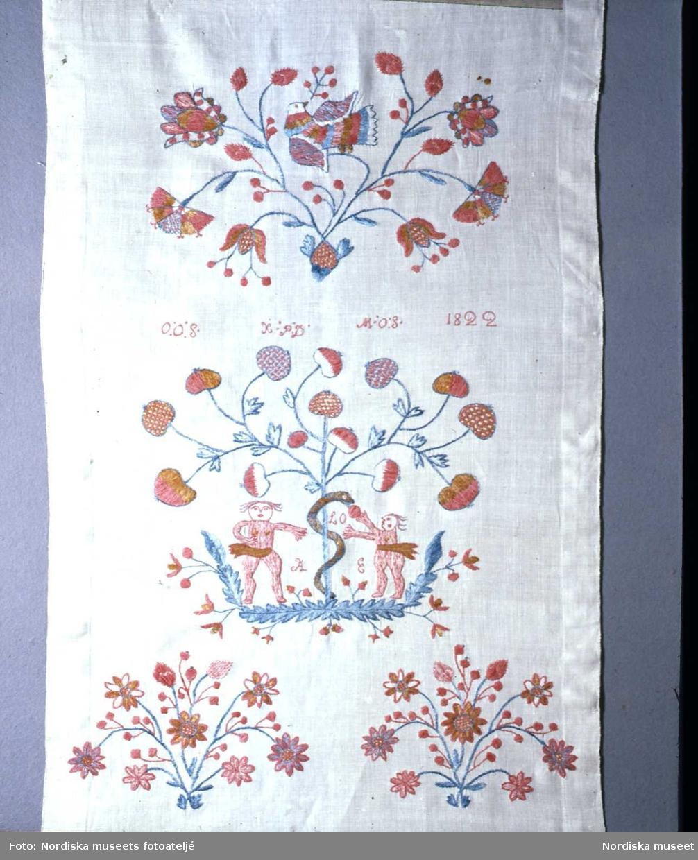 Hängkläde från Blekinge, år 1822.  Adam, Eva och ormen.