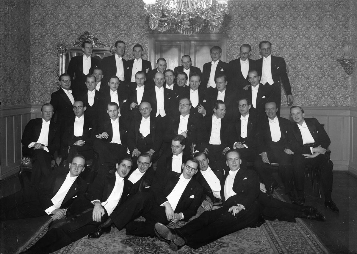 c42d5ff14588 Grupporträtt - män klädda i frack, Uppsala 1943 - Upplandsmuseet ...