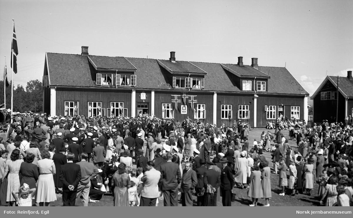 Besøkende på Jernbanemuseet på Disen på Jernbanens Dag i 1949