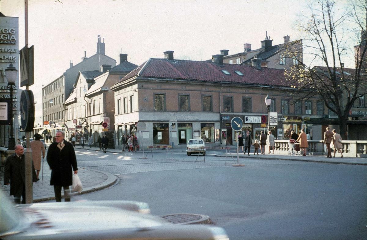 Drottninggatan och Fyristorg mot väster, Fjärdingen, Uppsala oktober 1969